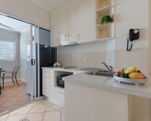 port-douglas-1-bedroom-standard-apartments-(13)