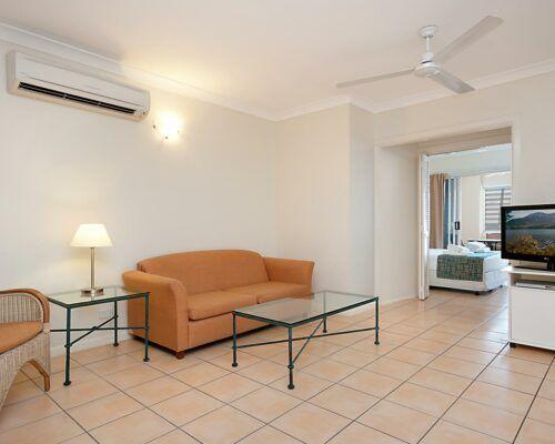 port-douglas-2-bedroom-1-bathroom-apartments (1)