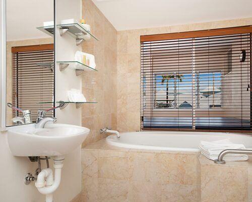 port-douglas-2-bedroom-1-bathroom-apartments (4)